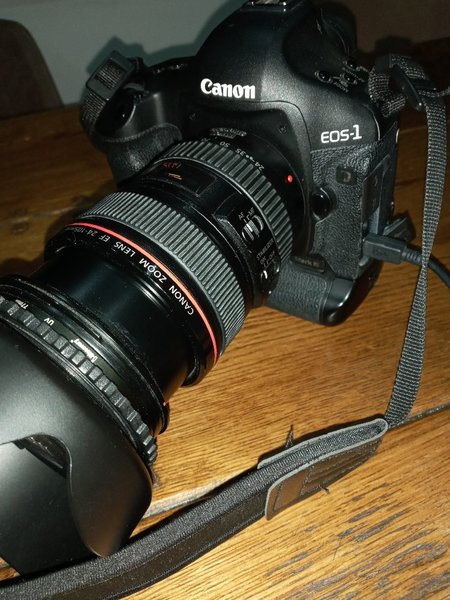Used Canon 1d mark iii with 24- 105 lens in Dubai, UAE