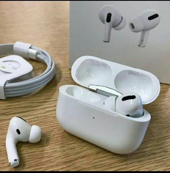 Used Airpods pro with wireless charging case in Dubai, UAE