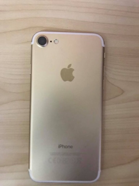 Used Iphone 7 Gold - 32GB in Dubai, UAE