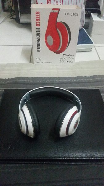 Used Blutooth White Headphone SD Card With FM in Dubai, UAE