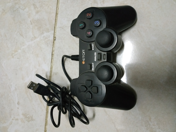 Used Usb pc gamepad in Dubai, UAE