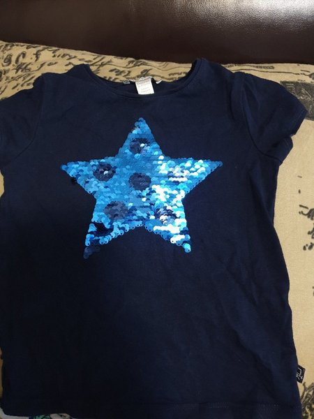 Used T-shirt for girl size 3y in Dubai, UAE
