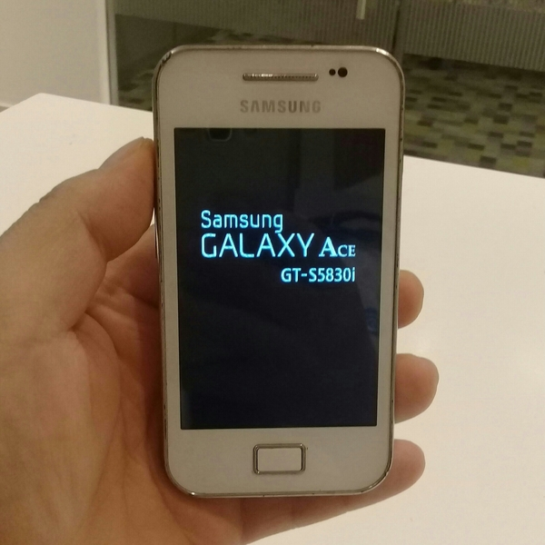 Used Samsung Galaxy Ace Used Old Mobile With Charger + Earphone + 2 GB Micro SD Card Free. in Dubai, UAE