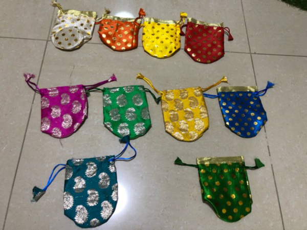 Used 10 pieces of gift pouches in Dubai, UAE