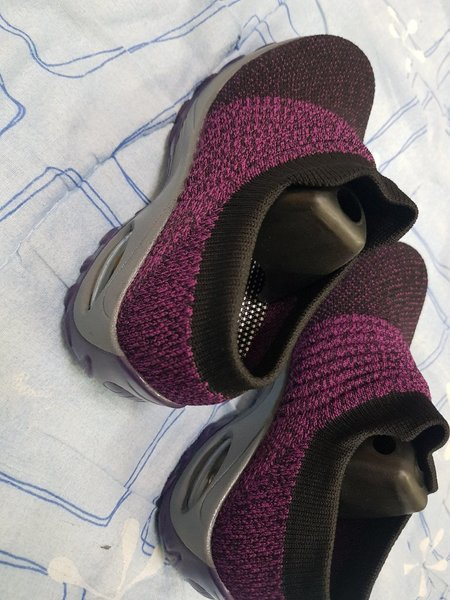 Used Breathable air cushion shoes for girls in Dubai, UAE