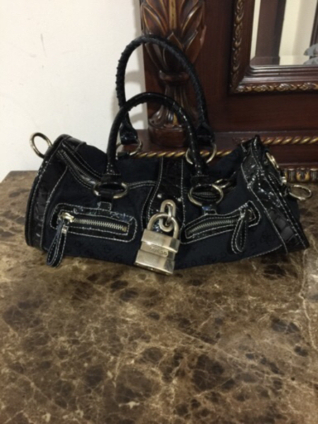 Used Guess Handbag preloved ( Authentic) in Dubai, UAE