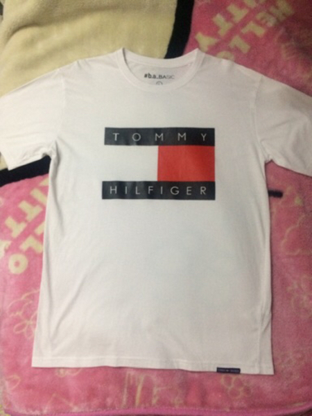 Used T-shirt Tommy Hilfiger in Dubai, UAE