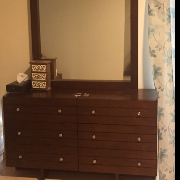 Used Dressing Table With A Huge Mirror in Dubai, UAE