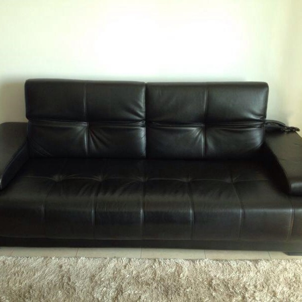 Used Black Leather 3 Seater Sofá in Dubai, UAE