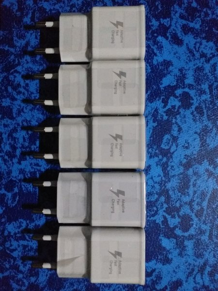 Used 5 PCS Samsung Fast Charger For Android in Dubai, UAE