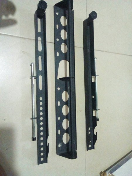 Used Tv wall mount for 32 to 55 inches in Dubai, UAE