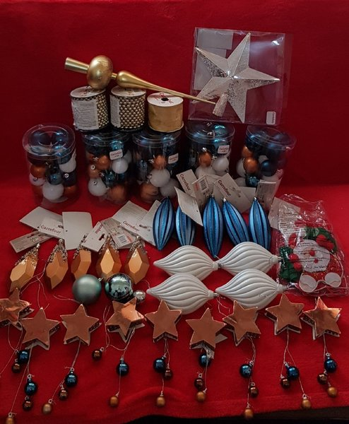 Used ASSORTED CHRISTMAS DECORATIONS in Dubai, UAE