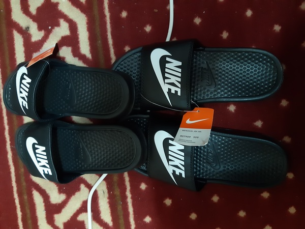 Used Jordan & addidas slippers some 42 to 45 in Dubai, UAE