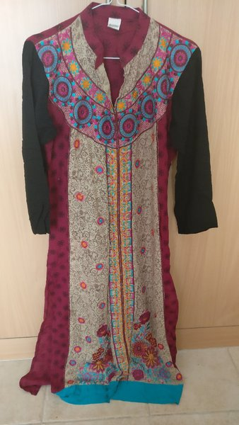 Used 2 medium size kurtis in Dubai, UAE