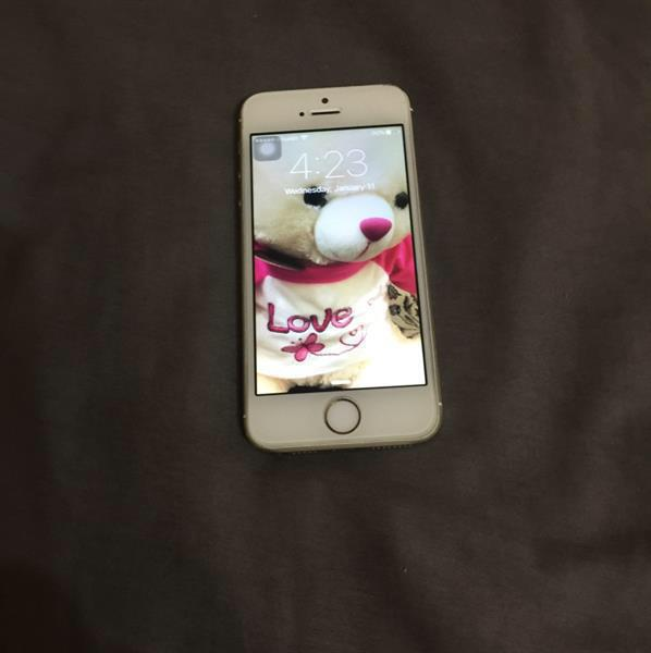 Used Iphone5s Gold With Box in Dubai, UAE