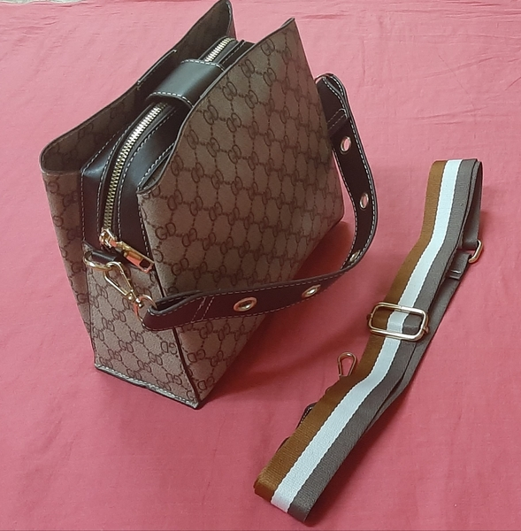 Used Ladies hand bag in Dubai, UAE
