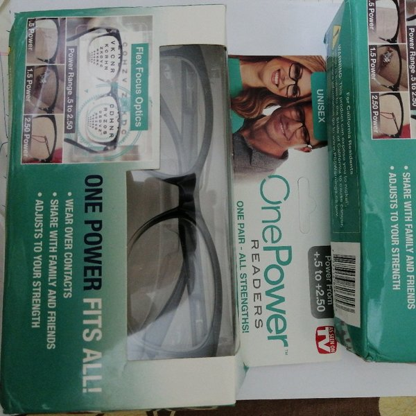 Used Adjustable UNISEX Glasses - For Readers in Dubai, UAE