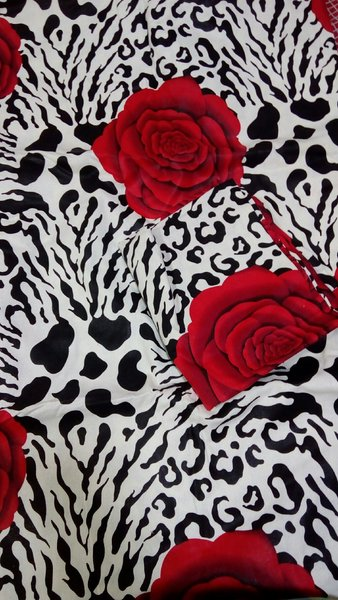 Used Two set of King size bedsheet with pilow in Dubai, UAE