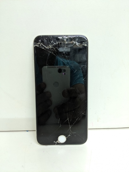 Used iPhone 6s  * dead * * screen broken* in Dubai, UAE