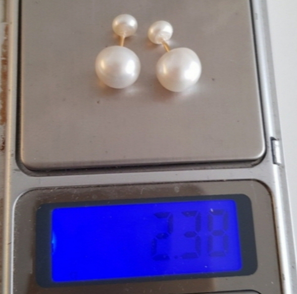 Used 18k gold and real pearls earrings new in Dubai, UAE