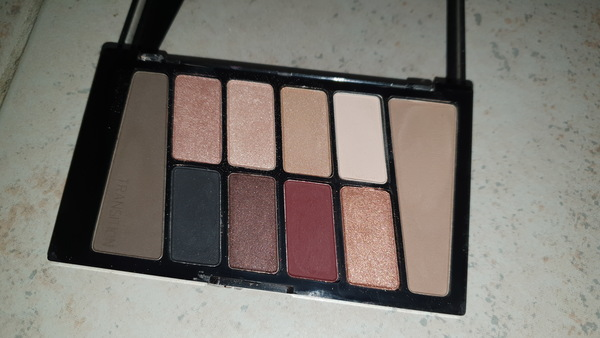Used Wet n wild eyeshadow in Dubai, UAE