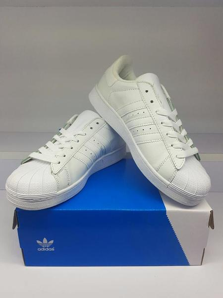 Used White superstar shoes class A (43) in Dubai, UAE