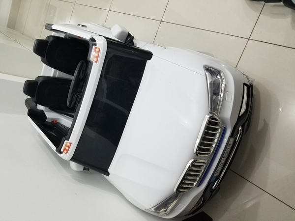 Used 2 seater kids ride on car with remote in Dubai, UAE