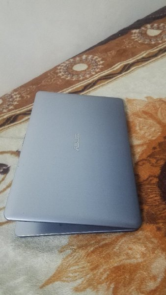 Used asus 15.6 8gb 500GB hdmi slim 3 hour bat in Dubai, UAE