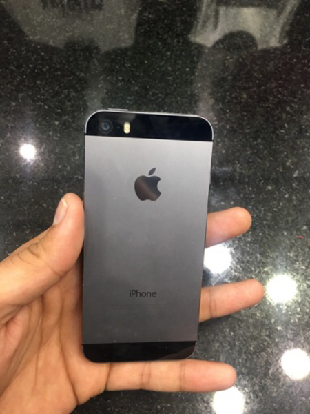 Used I phone 5s bettry and wifi not working  in Dubai, UAE