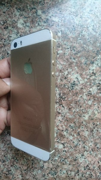 Used IPhone 5s Gold 16gb in Dubai, UAE