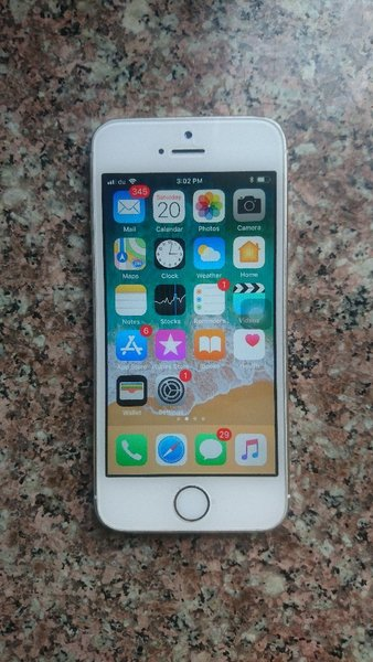 Used IPhone 5s Gold 16 GB in Dubai, UAE