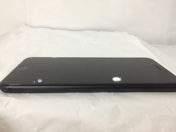 Used iPhone 7 Plus 32gb With Box & Complete Accessories Bought From Apple Store Still Under International Warranty 2 Month, There Is No Any Single Scratch Still Like New in Dubai, UAE