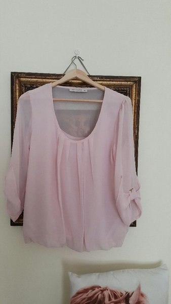 Used Top.light pink.never worn. in Dubai, UAE