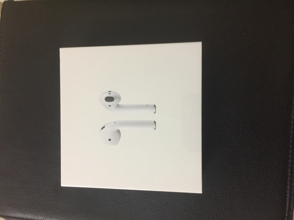 Used Apple AirPods sealed pcs with Apple Warr in Dubai, UAE
