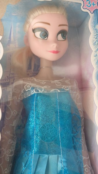 Used 4 Elsa anna dolls pack new in box in Dubai, UAE