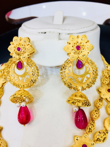 Used Goldplated jewellery for ladies necklace in Dubai, UAE