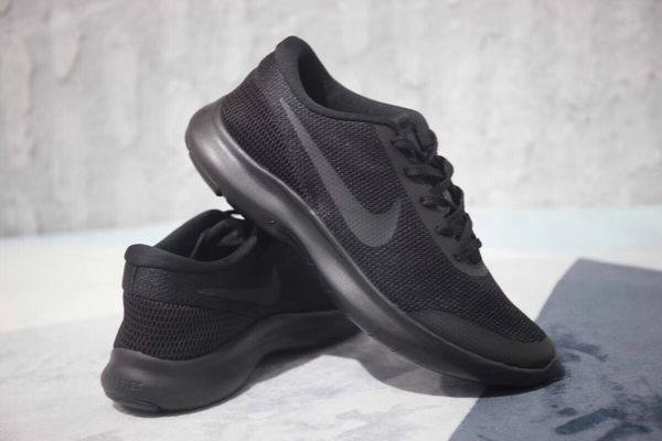 Comfortable Nike shoes for work. Size 39, p398507