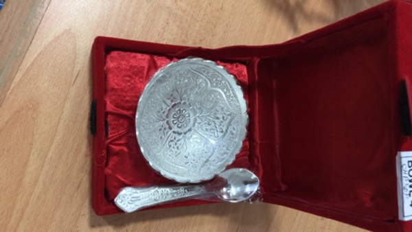 Used Gift item, bowl with spoon in Dubai, UAE