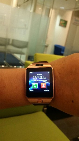 Used Smart Watch With Box Pack🎁 in Dubai, UAE
