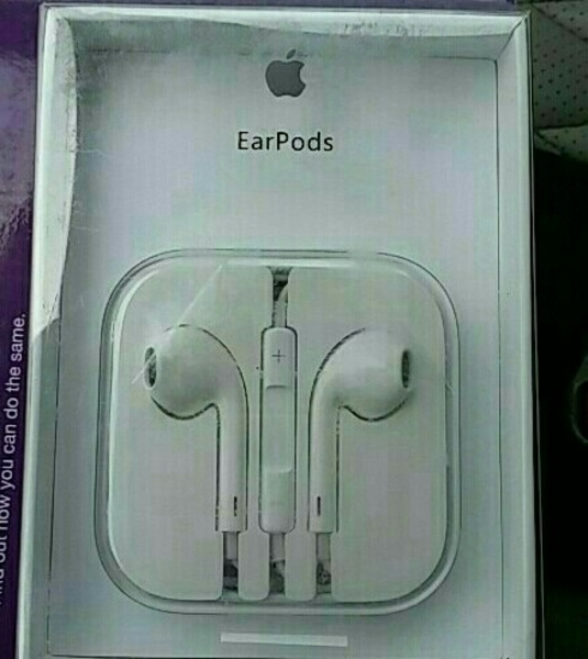 Used Original Apple Earpods and Designer Case for iPhone 5 in Dubai, UAE