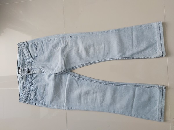 Used Bundle offer Jean and tshirt in Dubai, UAE