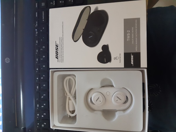 Used BOSS HIGH QUALITY SOUND AIRPODS in Dubai, UAE