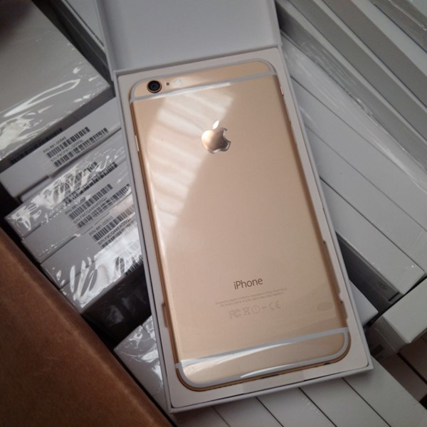 Used iphone 6  16gb /64gb  brand new .only kit  in Dubai, UAE