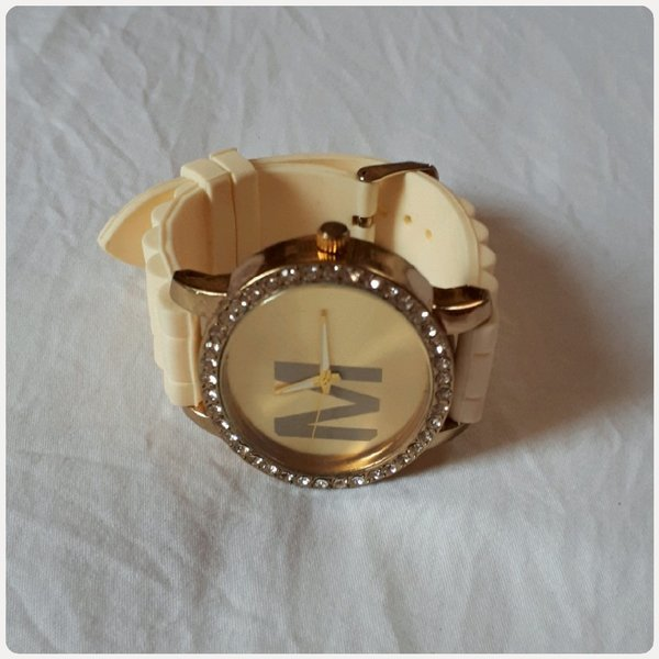 Used Watch for woman beige color M in Dubai, UAE