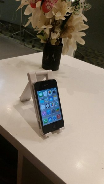 Used IPhone 4 Original 16GB Used With Charger in Dubai, UAE