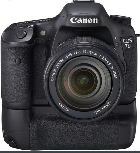 Used CANON 7D CAMERA+GRIP+EFS 18-55+EFII 50 L in Dubai, UAE