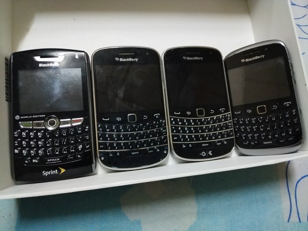 Used Blackberry mobiles bundle offer in Dubai, UAE