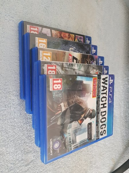Used Playstation 4 with 5games in Dubai, UAE