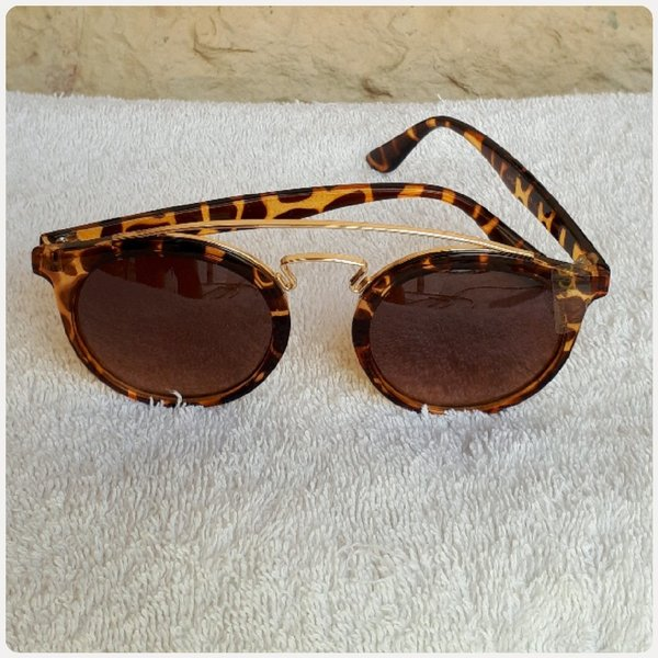 Used Sunglass brown fashionista...for girl in Dubai, UAE