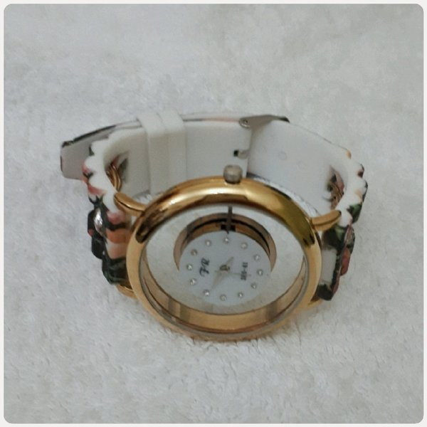 Used Watch mix colors it's fashionable in Dubai, UAE